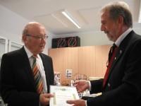 1.Vorsitzende Reinhardt Glauber ehrt Dr. Hans Weisel
